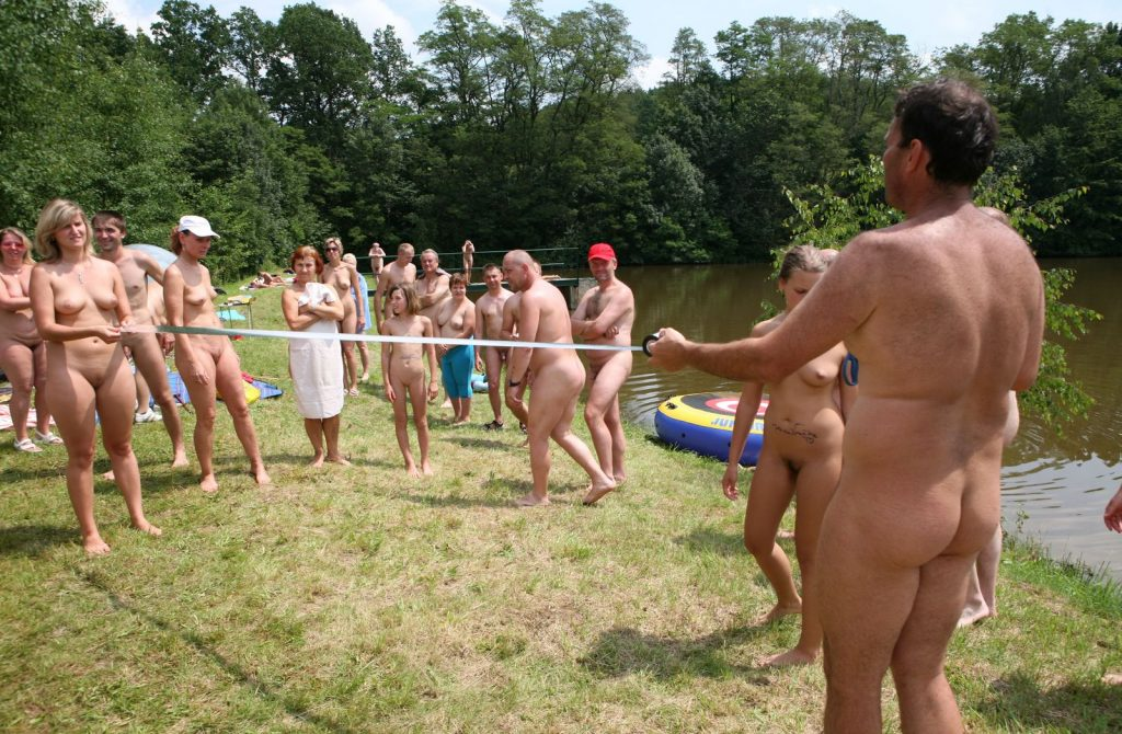 nude out door family